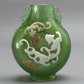 绿地纹龙瓶
